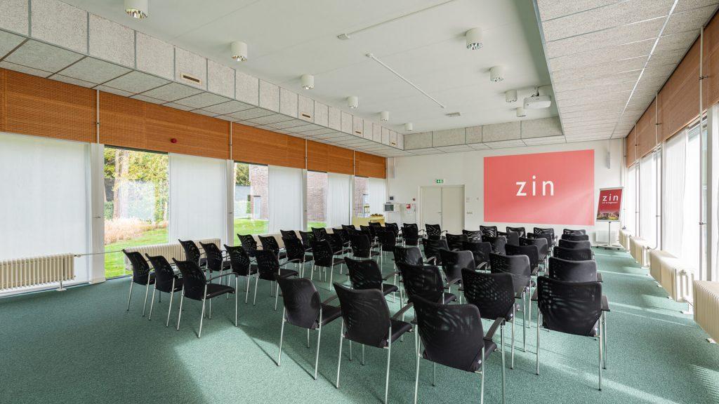 Tuinkamer grote ruime ruimte presentatie scherm beamer theateropstelling