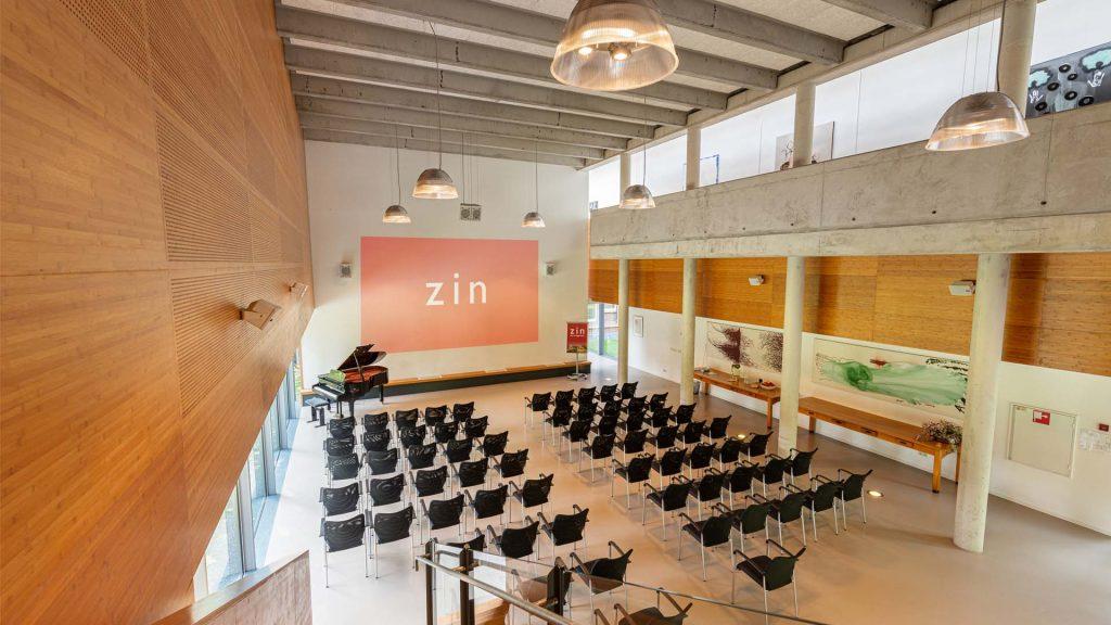 Kloosterhotel ZIN - Auditorium theater scherm bijeenkomst licht ruimte kunst vleugel