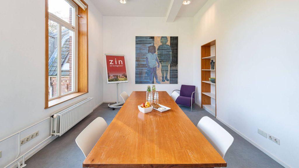 Verdiepingskamer blok licht vergadering coaching boekenkast