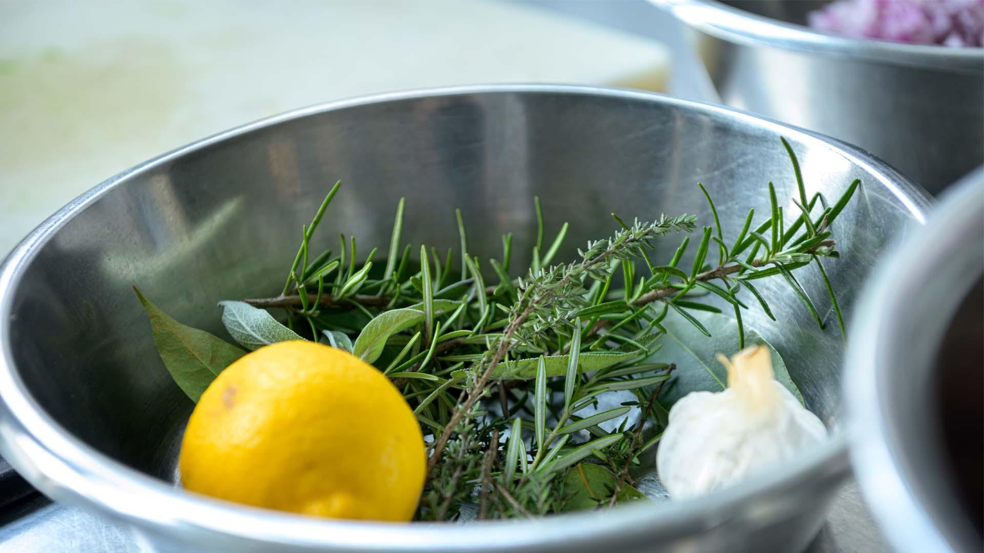 Kruiden keuken Roosmarijn citroen koken biologisch moestuin kruidentuin