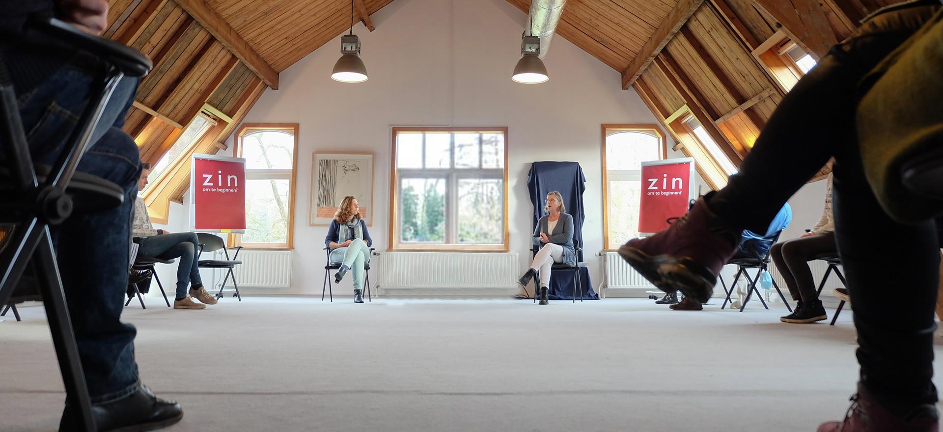 Kloosterhotel ZIN Bovenkamer kring samekoming training ZIN in Werk