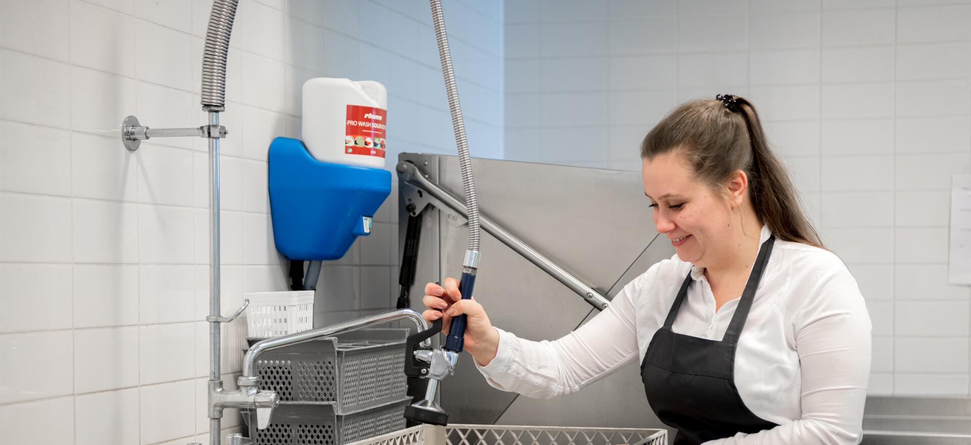 Kloosterhotel ZIN afwassen keuken spoelen medewerker afwasser