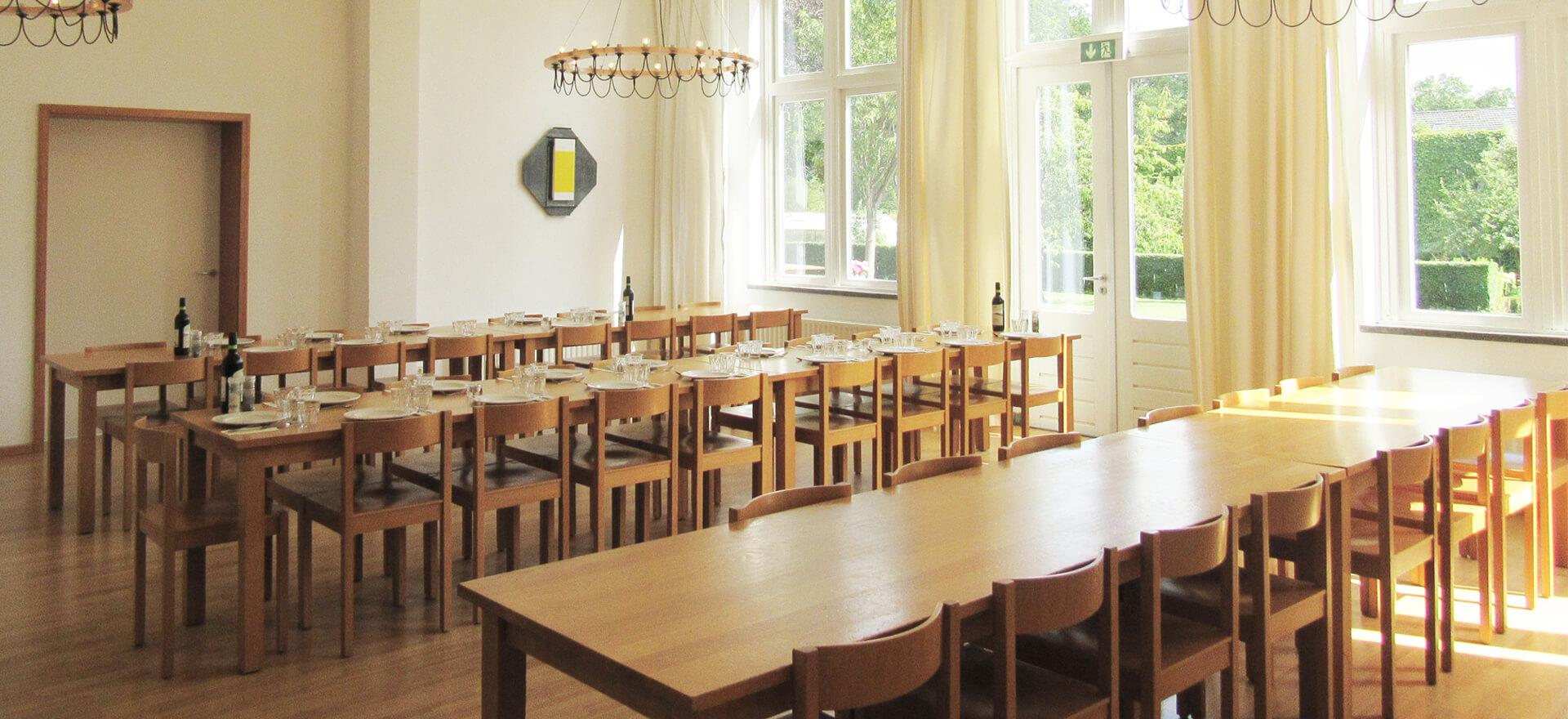 Kloosterhotel ZIN algemene ruimte refter lange kloostertafel