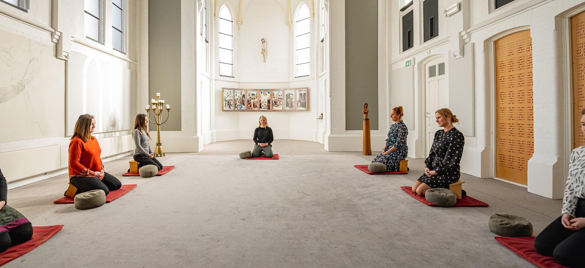 Kloosterhotel ZIN meditatie rustig kussens stil mediteren kapel