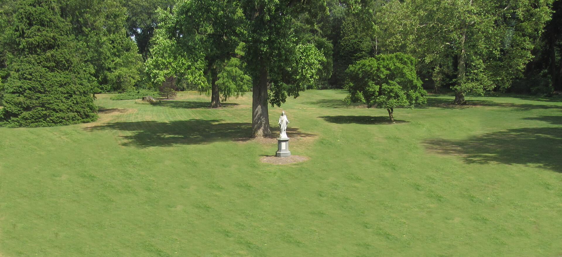Kloosterhotel ZIN voortuin Heilig Hart grasveld