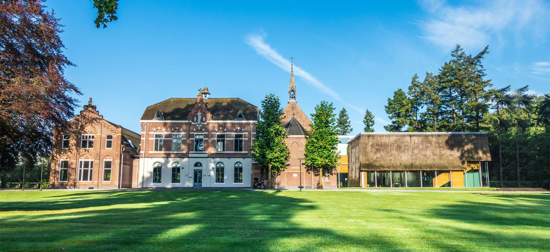 Kloosterhotel ZIN voorzijde landhuis welkom