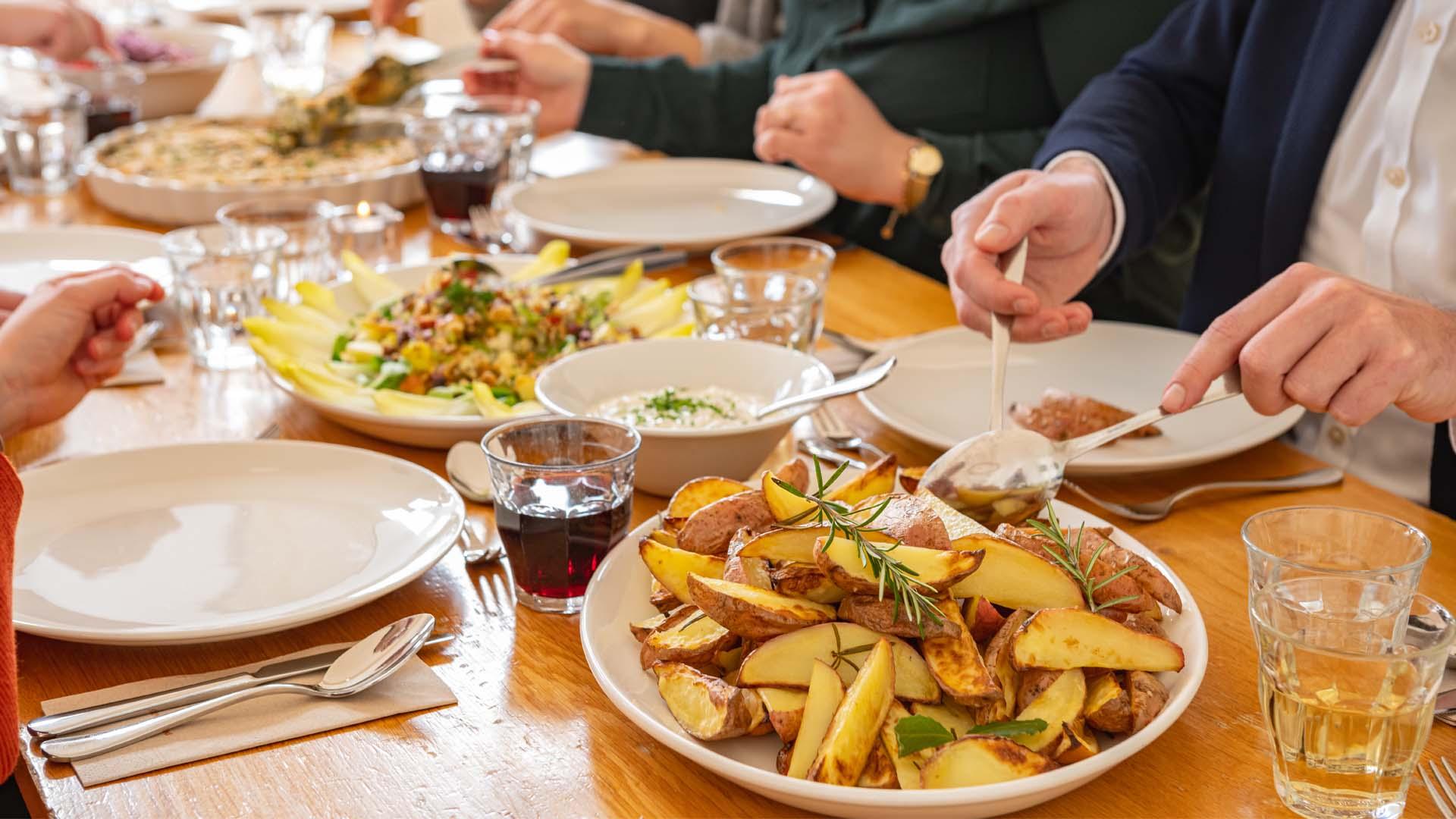Kloosterhotel ZIN diner aardappeltjes opscheppen samen gezellig biologisch duurzaam