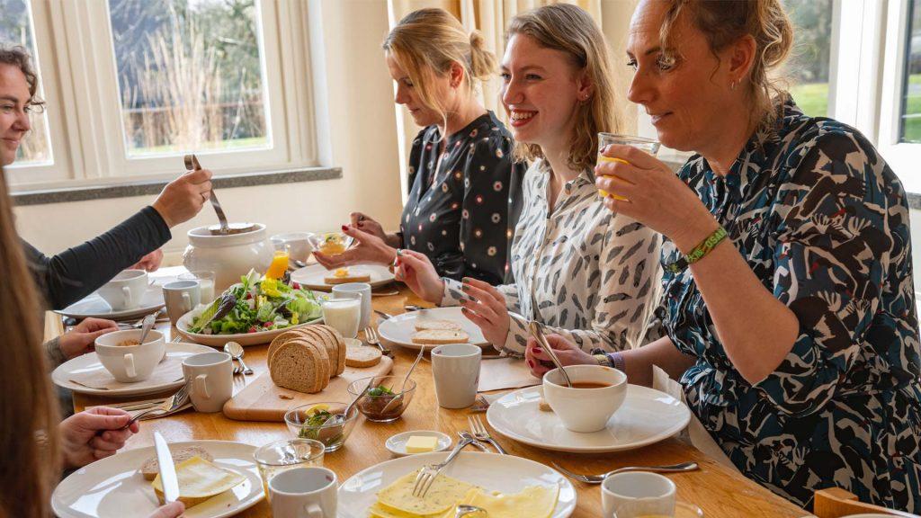 Kloosterhotel ZIN lunch lach Sophie soep salade broodjes samen lachen