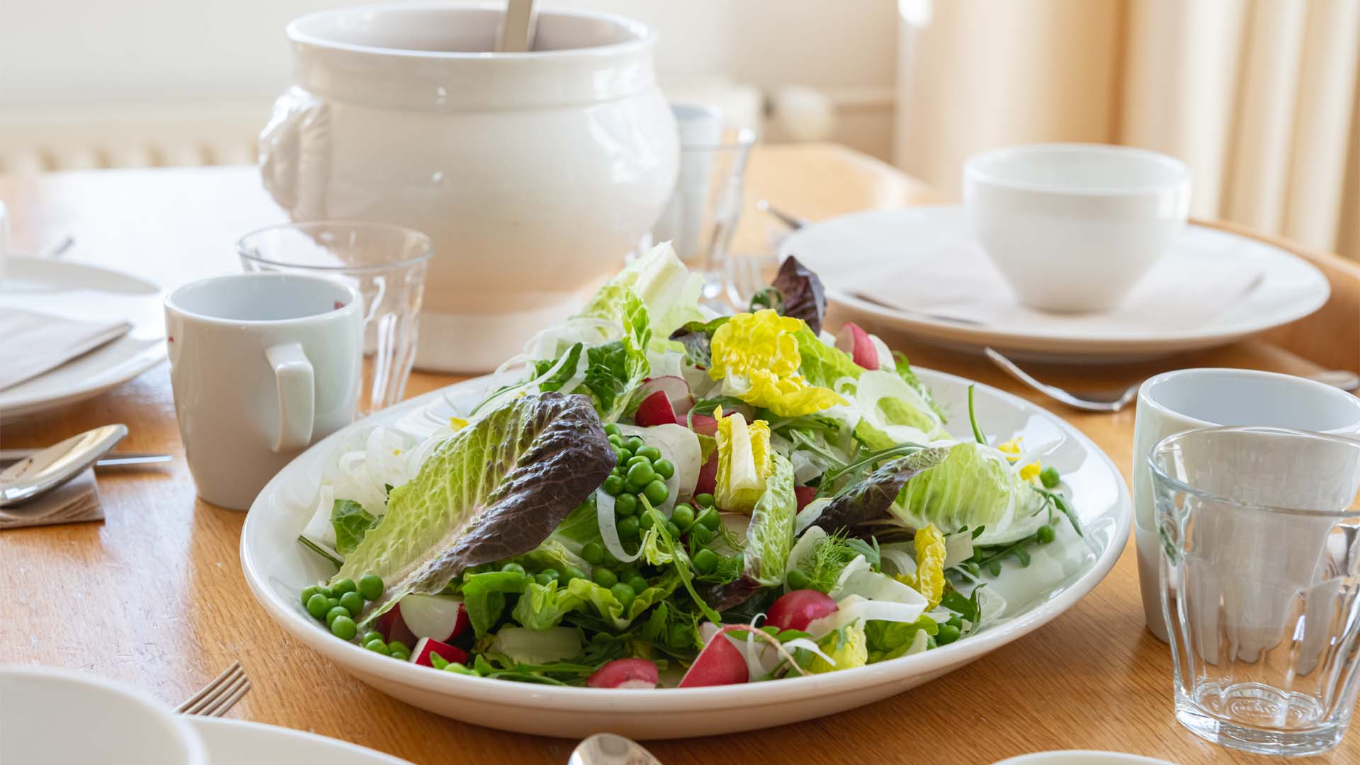 Kloosterhotel ZIN lunch salade samen kloostertafel gezond biologisch duurzaam
