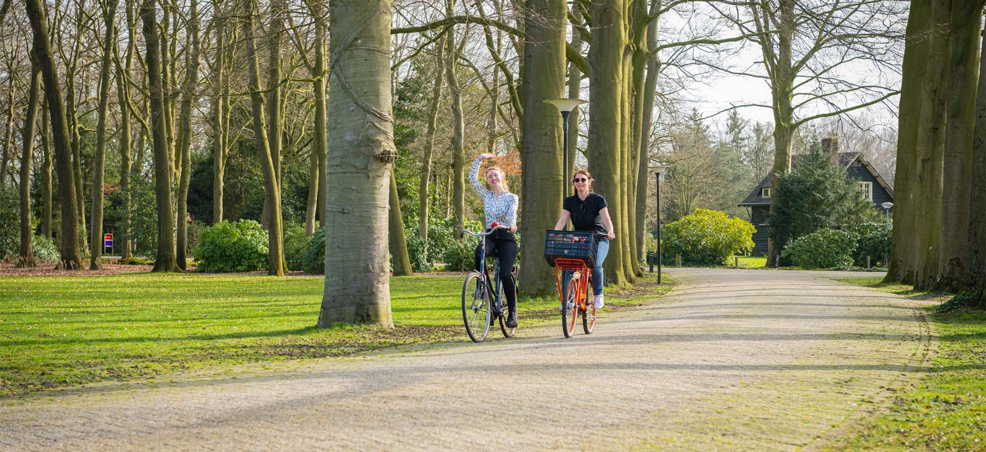 Kloosterhotel ZIN team fietsen hallo groeten