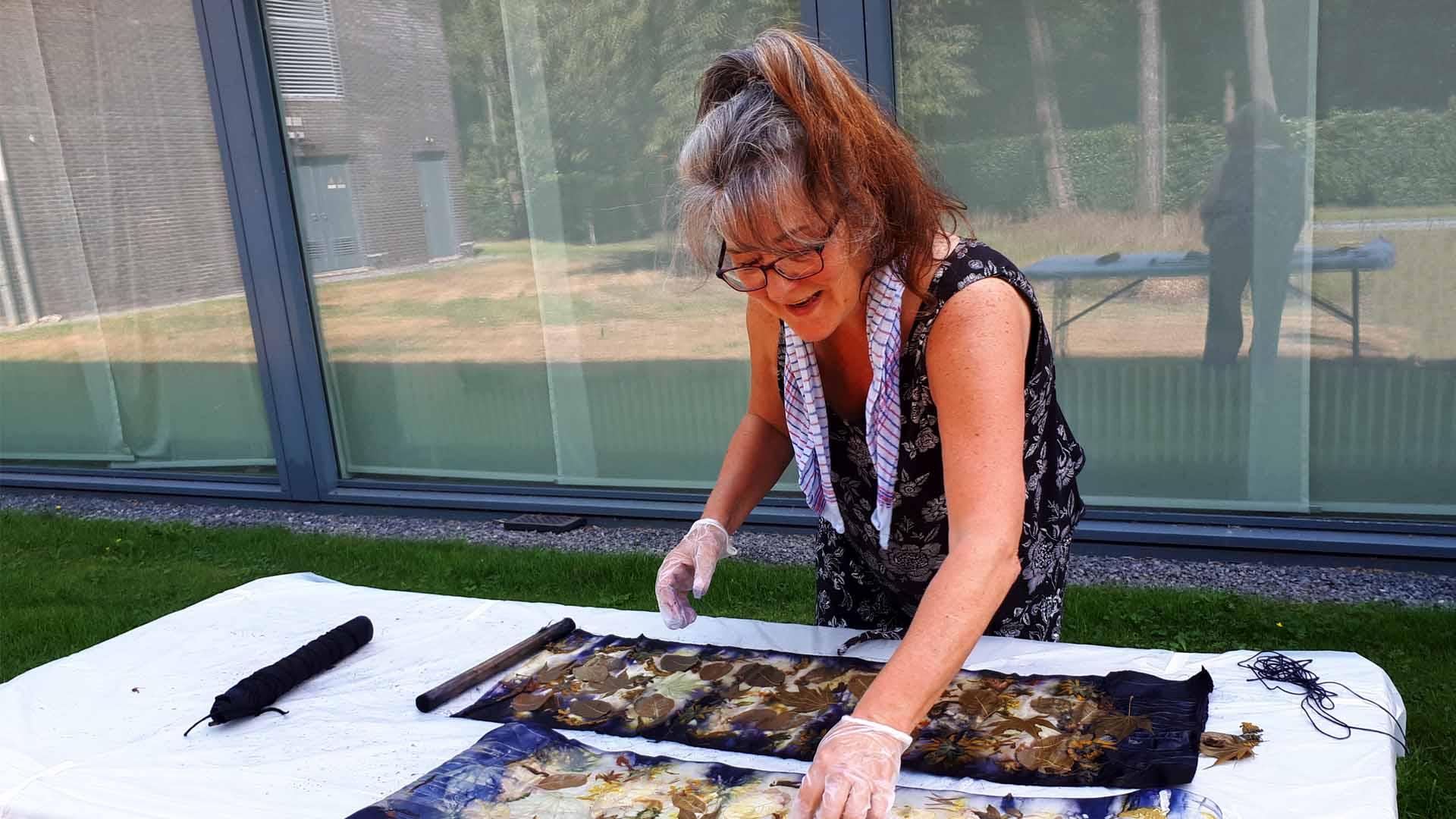 Botanisch Printen eendaagse workshop ecoprinten Kloosterhotel ZIN zijde katoen workshop Carola Mokveld